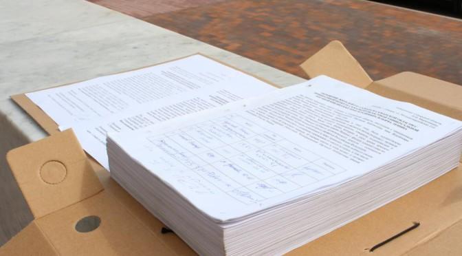 1238 подписей за возвращение имени Ленина передано губернатору.