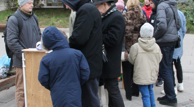 В Самаре прошёл пикет против антисемейных норм в законодательстве.